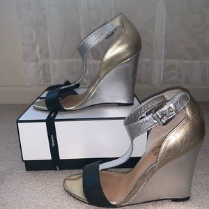 Badgley Mischka multi-colored wedge shoes